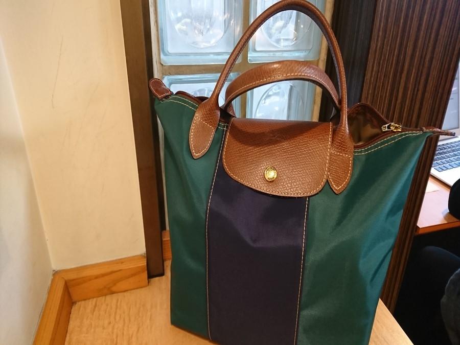 緑のバッグ